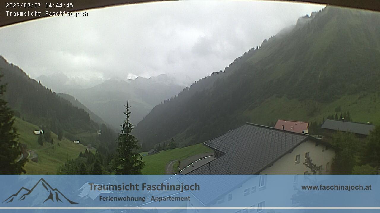 Webcam Traumsicht Faschinajoch - Ferienwohnung / Appartement - Blick vom Südbalkon in Richtung Rote Wand / Sonntag Stein